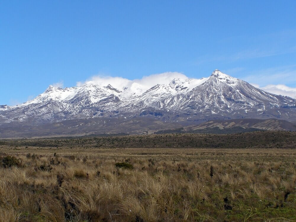 mount ruapehu whakapapa ski field meads wall track tongariro national park new zealand north island the lord of the rings