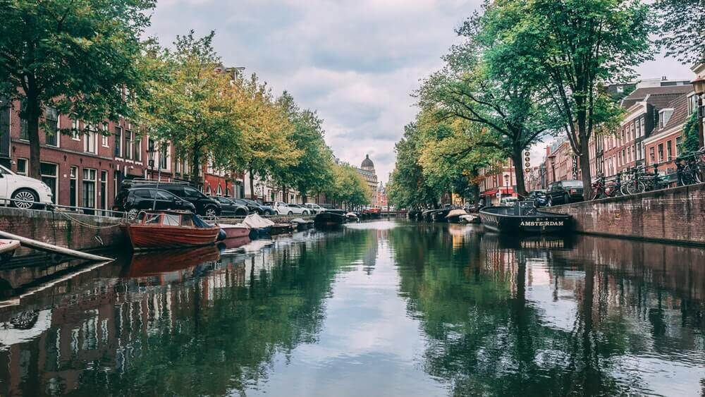 canals lined with boats in amsterdam