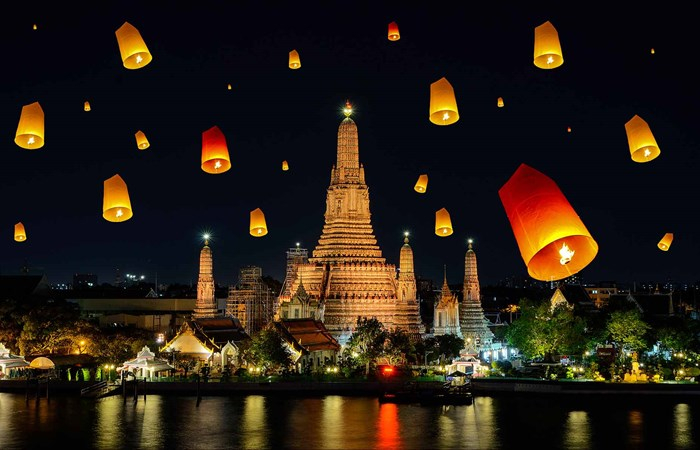 Wat Arun, Loy Krathong day in Thailand