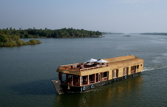 The Lotus Houseboat Listing Image