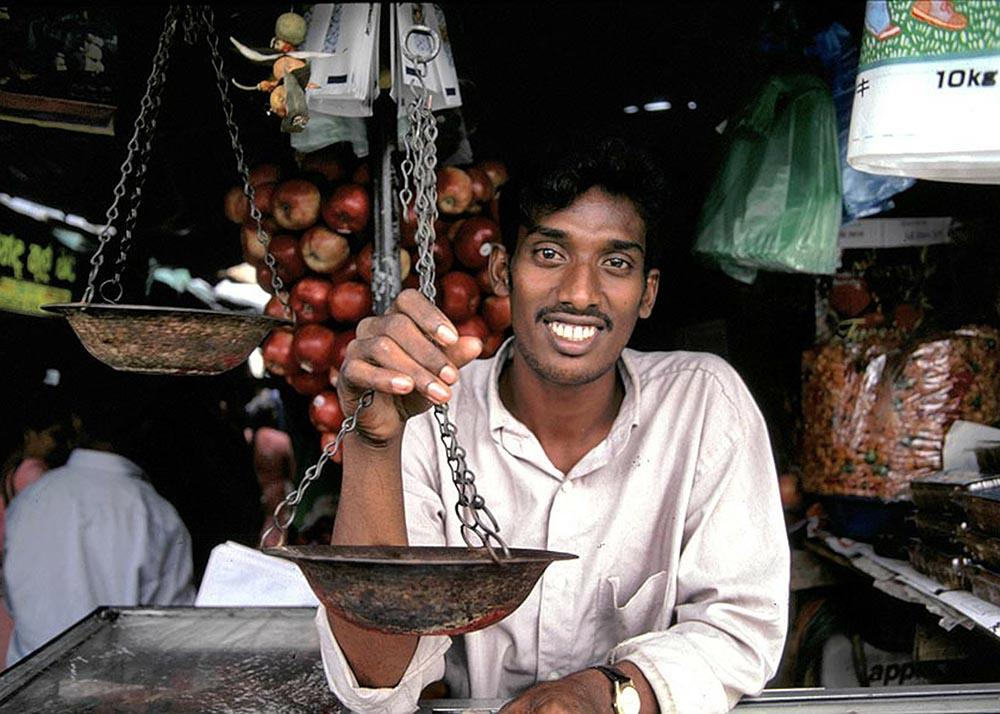 Sri Lanka shopkeeper, responsible travel guide