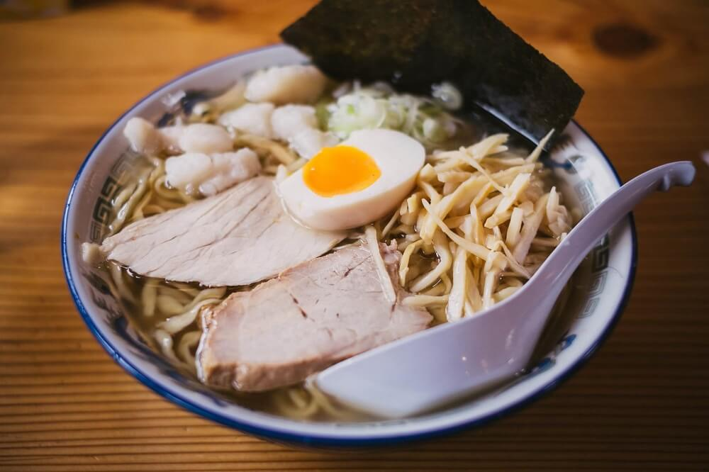 Japan Food Guide - Bowl of Japanese ramen with pork and egg