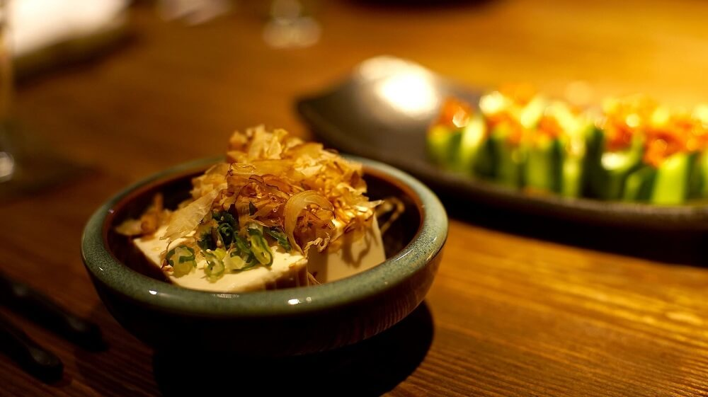 Japan Food Guide - Japanese kaiseki banquet dish of tofu