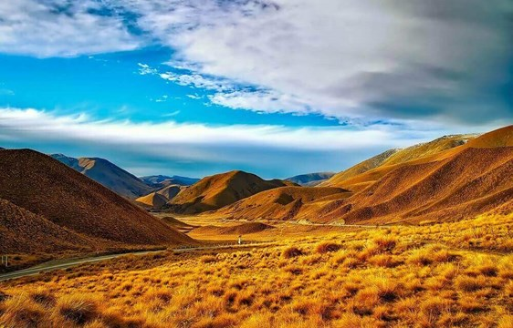 Autumn mountain landscape in April in New Zealand
