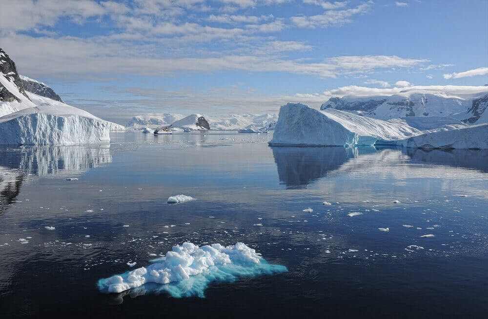 antarctica icebergs melting ice antarctic peninsula