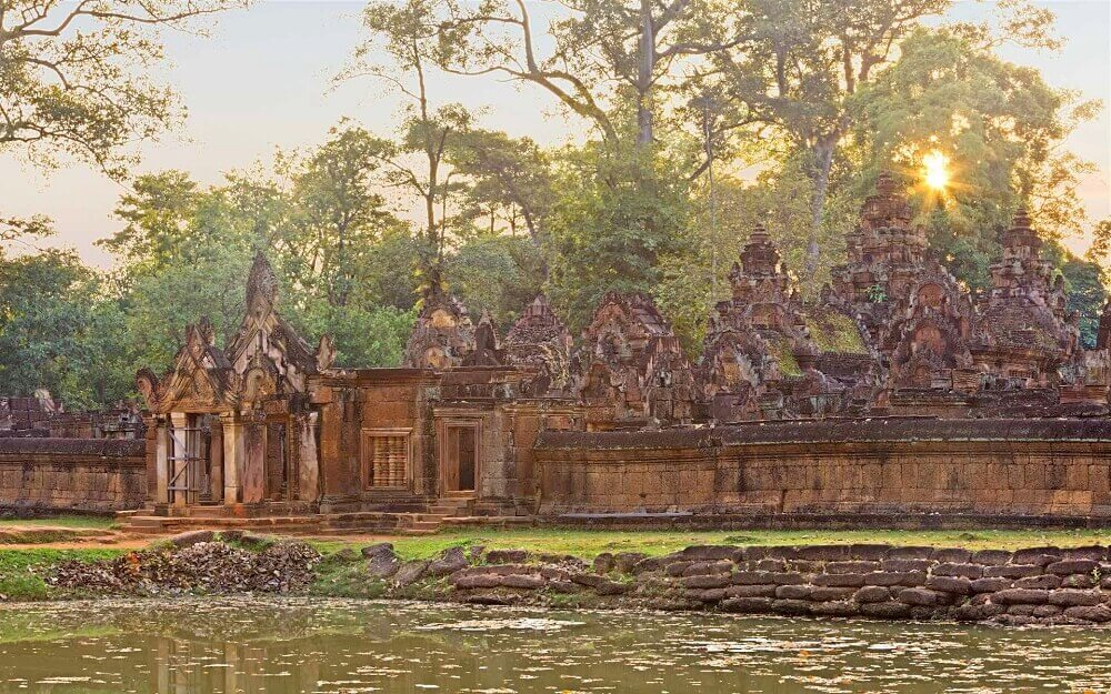 Complete Cambodia Holiday - Banteay Srei temple at Angkor