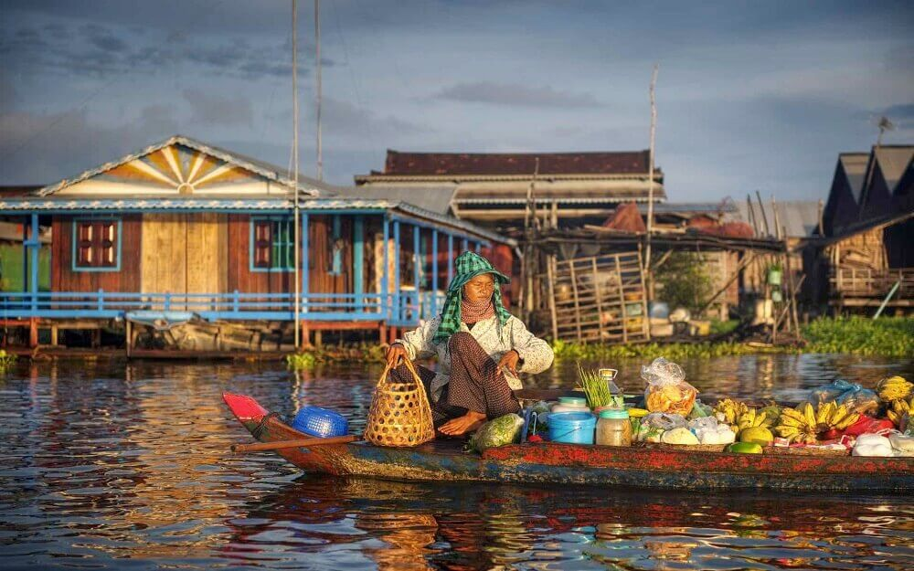 Following the Mekong Holiday - floating market